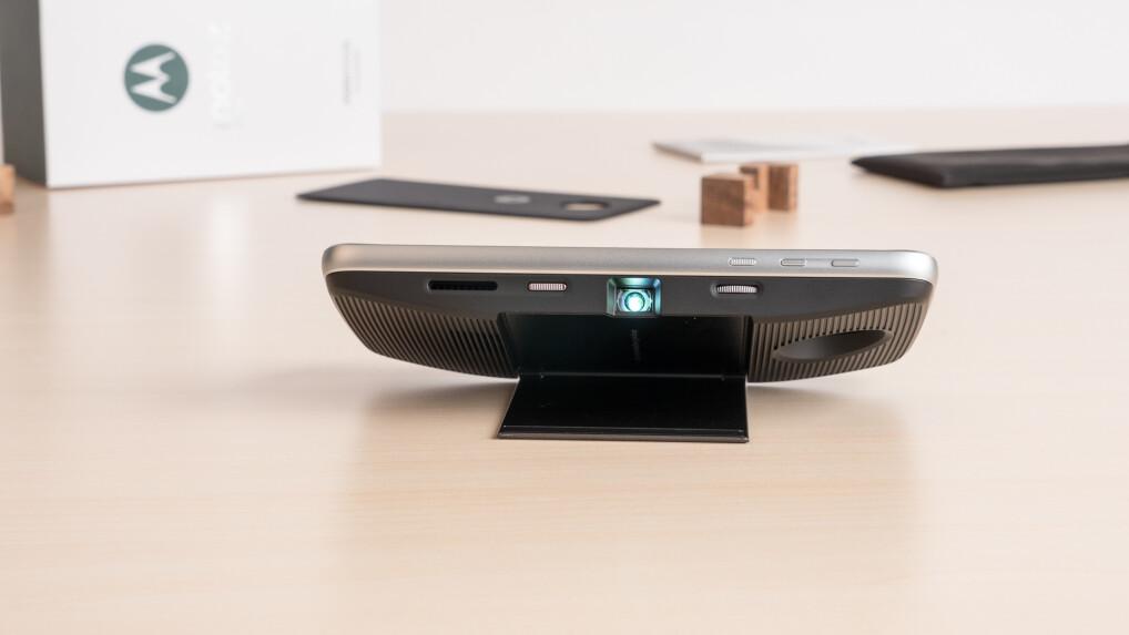 moto insta share projecor im test der smartphone beamer. Black Bedroom Furniture Sets. Home Design Ideas