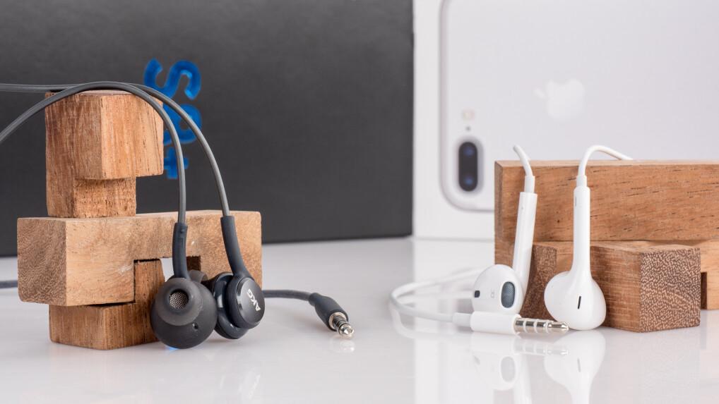 galaxy s8 in ears akg gegen apple earpods welche gratis. Black Bedroom Furniture Sets. Home Design Ideas