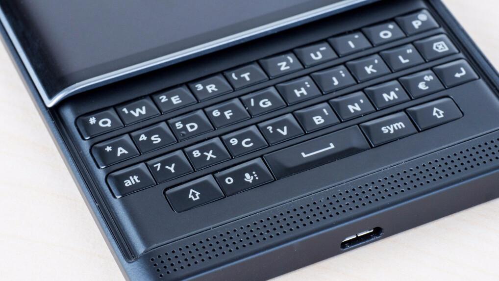 vergleich smartphones mit tastatur im test netzwelt. Black Bedroom Furniture Sets. Home Design Ideas