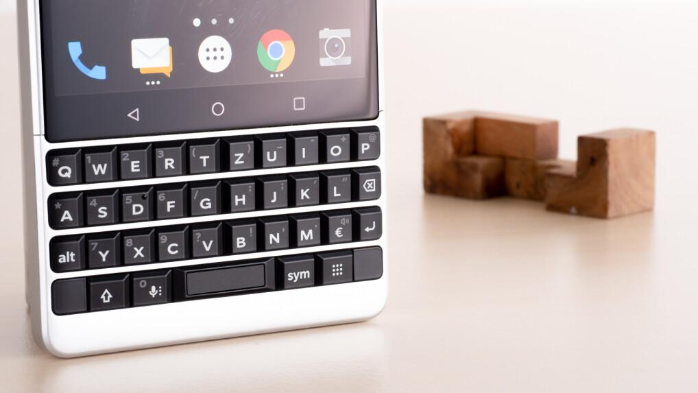 vergleich handys und smartphones mit tastatur im test. Black Bedroom Furniture Sets. Home Design Ideas