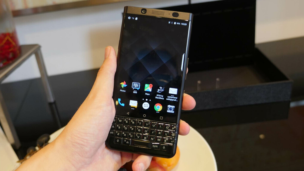 BlackBerry_KeyOne_BlackEdition_7.jpg