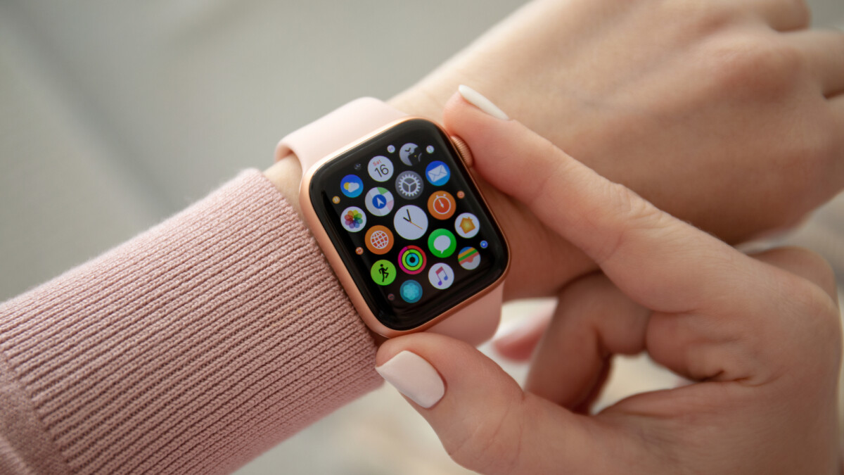 The Apple Watch can detect irregularities in the heartbeat by measuring the pulse and thus predict an infection.