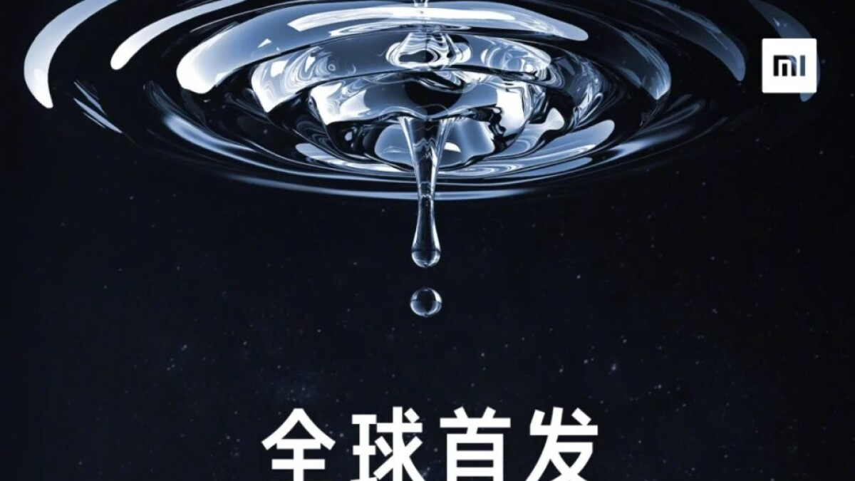 The camera teaser of the Xiaomi Mi Mix 4 shows a camera lens and a lot of water.