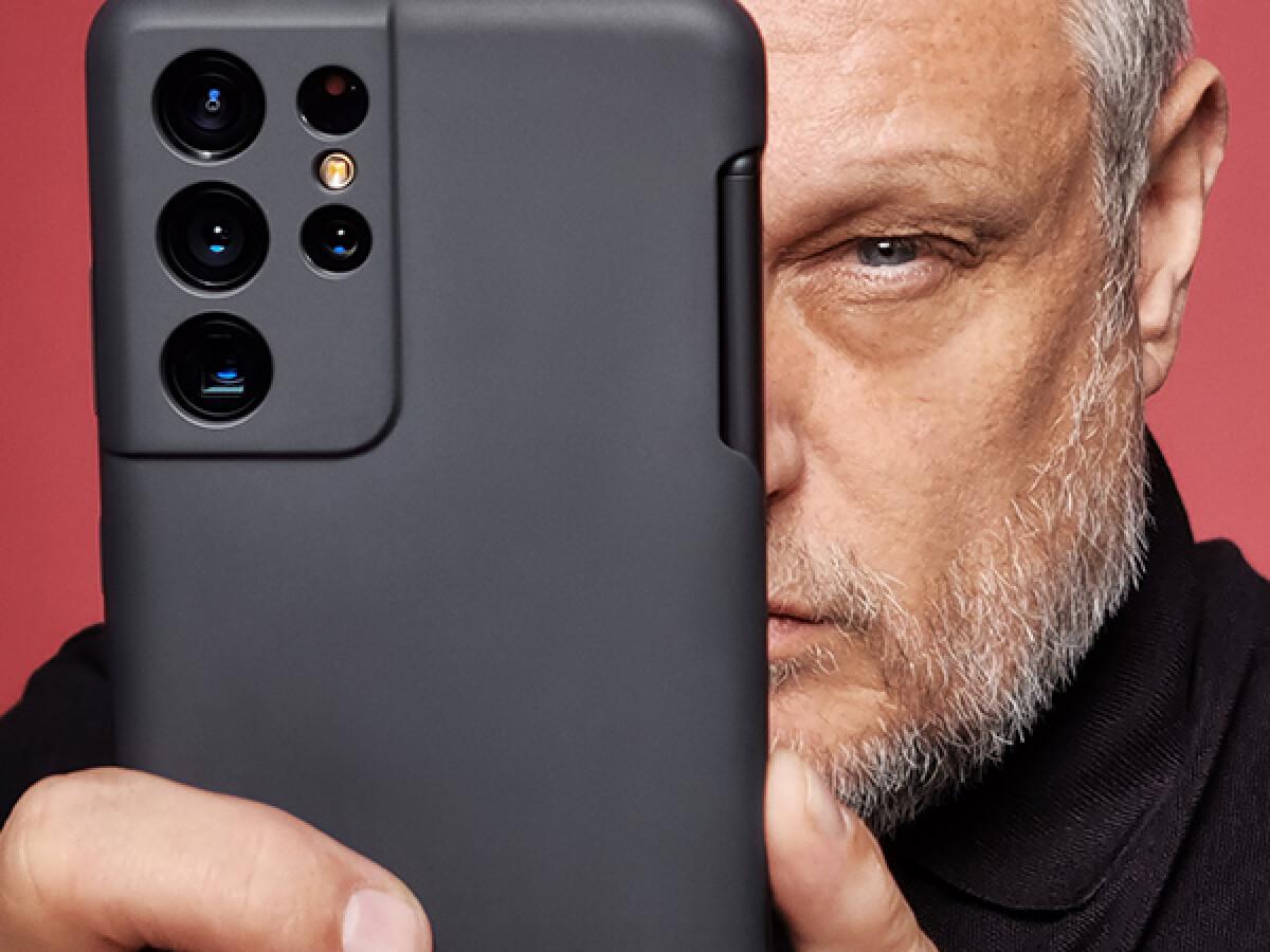 Samsung presents new camera sensors for cell phones.