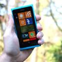 Ebenfalls nur ein Aprilscherz: Das Windows Phone 7.6 Lefty Update. Hier wollte Microsoft sein Windows Phone für Linkshänder auf den Markt bringen, welche angeblich oft Schwierigkeiten mit der Bedienung der für Rechtshänder ausgelegten Geräte haben. Knorpelschäden und Sehnenscheidenentzündungen seien keine Seltenheit.