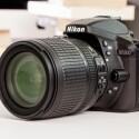 Die Nikon D5300 löst die D5200 ab. Die DSLR ist nun serienmäßig mit WLAN und GPS ausgestattet. Jetzt gibt es beim Kauf 50 Euro zurück.