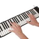 Das aufrollbare Piano sorgt für Stimmung.