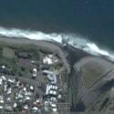 Ein Küstenabschnitt der Insel Reunion nahe Madagaskar mit Google Earth aufgenommen. Das folgende Bild zeigt die gleiche Stelle innerhalb des Geoportail