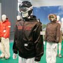 Noch sieht alles nach normaler Snowboard-Jacke aus.