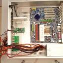 Von den vielen Strippen werden eigentlich nur vier Kabel benötigt - der Rest wird mit Kabelbinder zusammengeschnürt