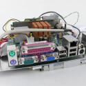 Auf dem Mainboard befindet sich ein weiterer Steckplatz für interne USB-Anschlüsse.
