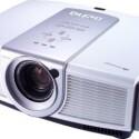 Der rund 10.000 Euro teure Beamer strahlt mit echter HDTV-Auflösung