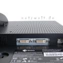 Neben zwei DVI-I-Anschlüssen für digitale und analoge Signale verfügt der Flachbildschirm über einen integrierten USB-Hub mit zwei Ports. Dank HDCP-Decoder darf sogar HDTV auf die Bildfläche.