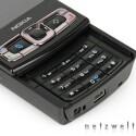 Statt Touchscreen ausziehbare manuelle Tastatur.
