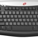 Merc: Gamer-Tastatur mit ergonomisch angeordneten Zusatztasten
