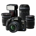 Mit einem Einkauf für jede Fotosafari gerüstet. Eine Kamera und vier Objektive.