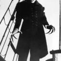Den Vampir-Klassiker <b>Dracula</b> von Bram Stoker haben Regisseure in aller Welt schon unzählige Male verfilmt. Eine der bekanntesten Verfilmungen ist der Stummfilm-Klassiker <b>Nosferatu</b> von Friedrich Wilhelm Murnau von 1922. Hauptdarsteller Max Schreck ist neben Bela Lugosi und Christopher Lee wohl der bekannteste Dracula-Darsteller der Filmgeschichte. Laut IMDB-Rangliste gehört der Streifen zu den 250 besten Filmen aller Zeiten. (<a href=http://www.archive.org/details/nosferatu target=blank>Download</a>)