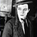 Fast ebenso legendär wie Charlie Chaplin ist der Stummfilmkomiker Buster Keaton. Der Schauspieler war nicht nur für seine stoische Miene, sondern auch dafür berühmt, seine oft spektakulären Stunts alle selber auszuführen. <b>The General</b> ist einer seiner berühmtesten Filme.(<a href=http://www.archive.org/details/TheGeneral  target=blank>Download</a>)