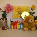 Trotz Blitz leichter Farbstich von der Zimmerbeleuchtung und bei ISO 200 ISO schon mit Bildrauschen.