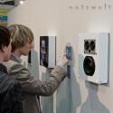 Stereoanlage und Boxen in der Wand