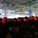 Hunderte Besucher finden auf den extra aufgebauten Stühlen Platz, um...