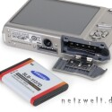 Samsung i85 - Lithium-Ionen-Akku und SD-Karte. Laufzeit im Test: 240 Fotos.