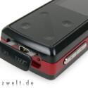 Gut geschützt hinter einer fest verankerten Gummi-Abdeckung versteckt sich der handelsübliche USB-Anschluss.