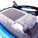 Gut eingepackt - der weiche silikonartige Kunststoff schmiegt sich um die Kamera und die Bedienelemente sind gut zu erreichen.
