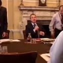 ... bei einer Sitzung mit seinem Kabinett...