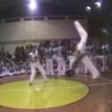Ein weiterer Quell der Inspiration für Martial-Arts-Trickser ist ohne Zweifel Capoeira: In der brasilianischen Kampfkunst sind akrobatische Elemente schon immer fester Bestandteil. Capoeira-Gruppen wie <a href=http://www.capoeiracre.com/oz/videos.htm target=blank>Capoeiracre</a> veröffentlichen Videos mit Kostproben ihres Könnens im Internet.