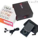 Der Lieferumfang fällt mit USB-Kabel und Kopfhörern ziemlich dürftig aus. Dafür ist der Player mit einem Verkaufspreis von etwa 190 Euro sehr günstig.