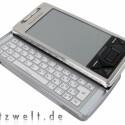 Stolze 159 Gramm birngt das Xperia X1 auf die Waage. Dafür bietet es eine vollständige Tastatur aus Metall.
