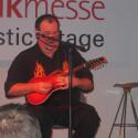Großer Mann mit kleiner Mandoline –Matt Smith