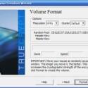 Jetzt können Sie das Volume anlegen und das gewünschte Format zwischen FAT und NTFS auswählen. Entscheiden Sie sich für Letzteres, um auch Dateien jenseits der vier Gigabyte verschlüsseln zu können.