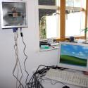 Der Rechner ist montiert und der Redakteur freut sich über sein neues Arbeitsgerät.