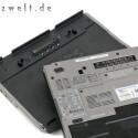 Die Flash-Festplatte steckt hinter einer Aussparung im Akku.