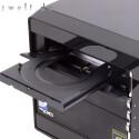 Mehr als ein DVD-Brenner, ein Kartenleser und versteckte Anschlüsse sind von außen nicht zugänglich