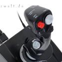 Außer zwei roten Schaltern am Griff dominieren schwarzer Lack und graue Bedienelemente.