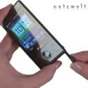 Das Smartphone liegt sehr gut in der Hand und lässt sich sowohl mit dem Stylus als auch den Fingern bedienen.