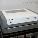 Lüfterloser HFX mini oben, separates gummi-gedämmtes Gehäuse für vier Festplatten unten. Letzteres unterstützt auch den RAID-Verbund.