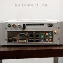 Trotz der kompakten Bauweise bleibt Platz für einen TV-Empfänger, einen CI-Slot für Pay-TV sowie eine eingebaute WLAN-Antenne.