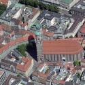 So lässt sich beispielsweise die Münchner Frauenkirche aus allen vier Himmelsrichtungen betrachten.