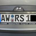 Fotografieren Sie die Kennzeichen der Parknachbarn in einer engen Parkücke. Sollte Ihr Fahrzeug bei Wiedereintreffen eine Beschädigung aufweisen, wissen Sie an wen Sie sich zu wenden haben.