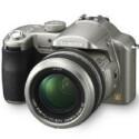 Acht Megapixel, zwölffacher optischer Zoom, Venus Engine II-Prozessor, Leica DC Vario Elmarit Objektiv mit 35 bis 420 Millimeter Brennweite
