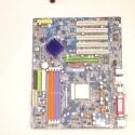 ...und der untere Teil des Prozessor-Kühlers angebracht