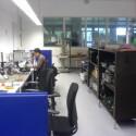 Forscher im lautstarken Forschungsraum.
