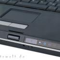 Größe zeigt auch das Touchpad nicht gerade, aber immerhin fällt es nicht so negativ auf, wie beim eklatant unterdimensionierten Keyboard. Einerseits punkten die beiden Tasten mit einer hervorragenden Rückmeldung. Andererseits erscheint es völlig unangemessen, mit welchem Lärm sie dies bewerkstelligen.