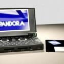 Voll Retro! Pandora im Größenvergleich mit einer 3,5-Zoll-Diskette.
