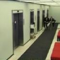 Wenn im Büro Langeweil herrscht, muss Ablenkung her: Wie wäre es zum Beispiel mit einem Tretroller-Rennen durch den Flur? (<a href=http://www.boreme.com/boreme/funny-2002/hallway_races-p1.php target=_blank>Clip ansehen: MPG</a>)