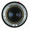 Die Objektive werden mit einer optischen 6-bit Kodierung versehen, damit die Kamera linsenspezifische Fehler ausgleichen und die Brennweite in die Exif-Daten übertragen kann.
